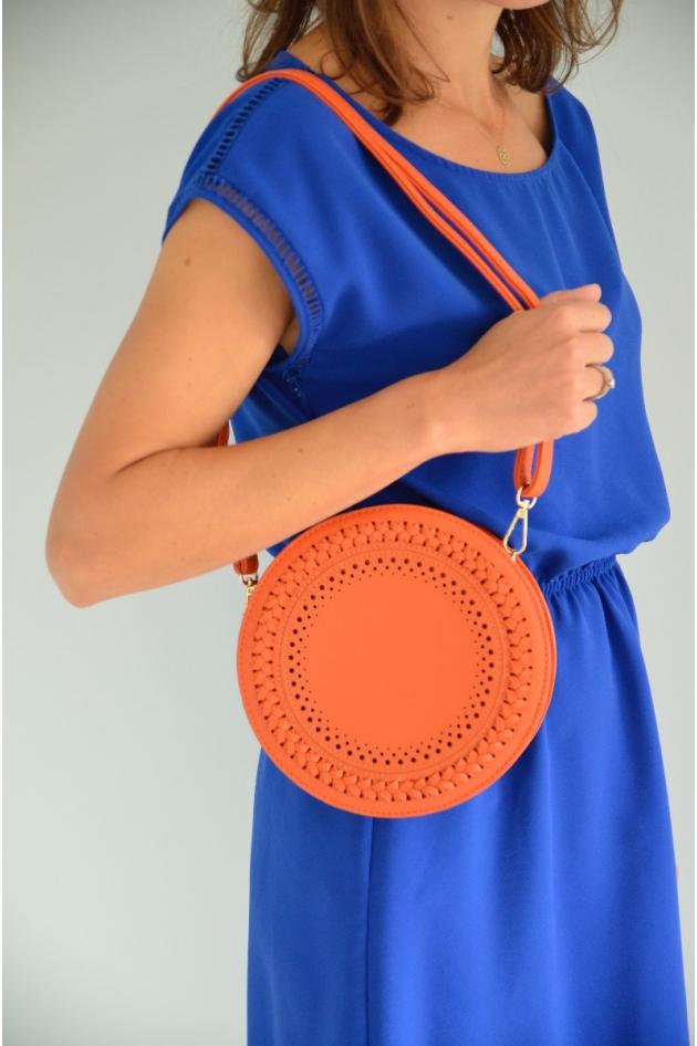Pochette bleu canard et argent.  A la fois pochette et sac (avec bandoulière).