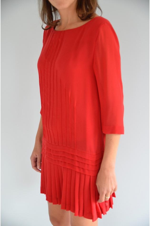 Robe rouge manches 3/4, plissée