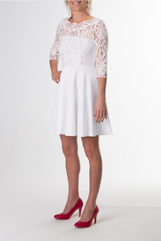 Robe blanche en dentelle dos nu, modèle Rhodes